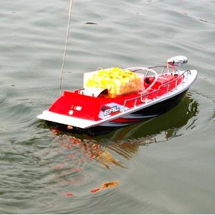 лодка для завоза прикормки